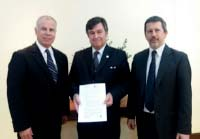 Jaime Castaneda (left) with representatives of FEPALE in Mexico City.
